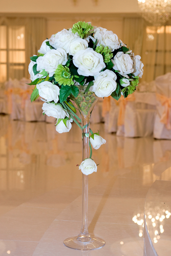 Martini vase with rose and daisy bouquet elegance